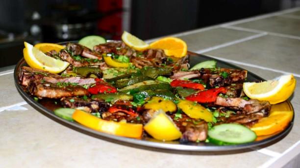 Grieks Mediterraans Restaurant Mythos Paidaika schotel
