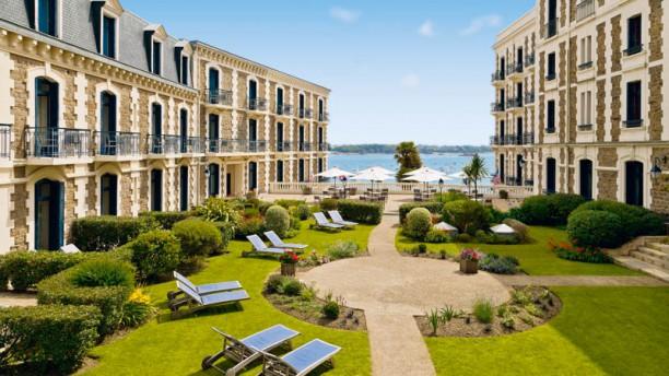 Le Georges V - Hôtel Barrière Le Grand Hôtel Dinard Jardin