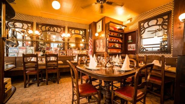 Restaurant le bouclard paris 75018 montmartre saint for Restaurant le miroir montmartre
