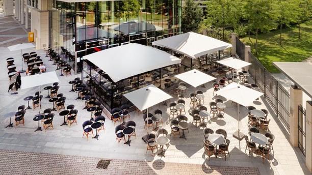 Le Cube Café Une magnifique terrasse..!