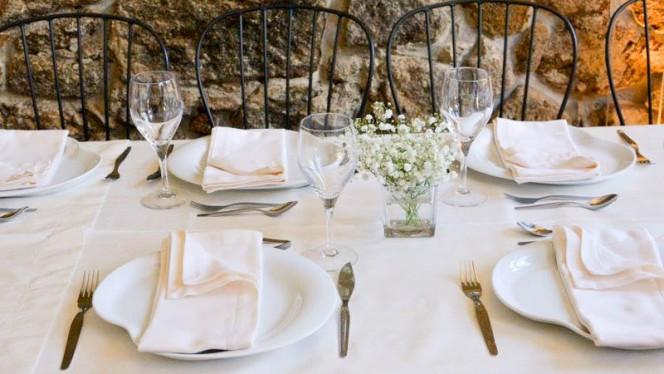 Sala do restaurante - Português de Gema, Porto