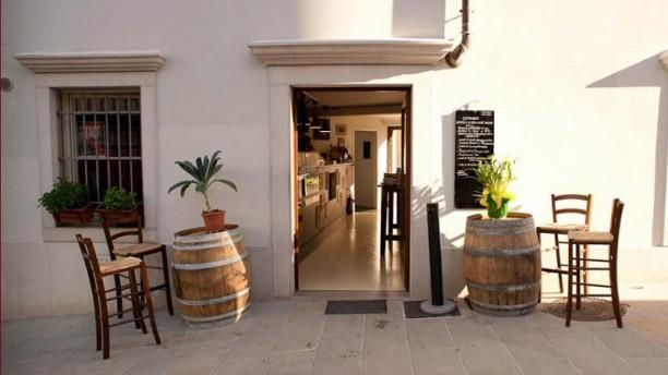 Enoteca Wine bar L'etrusco Entrata