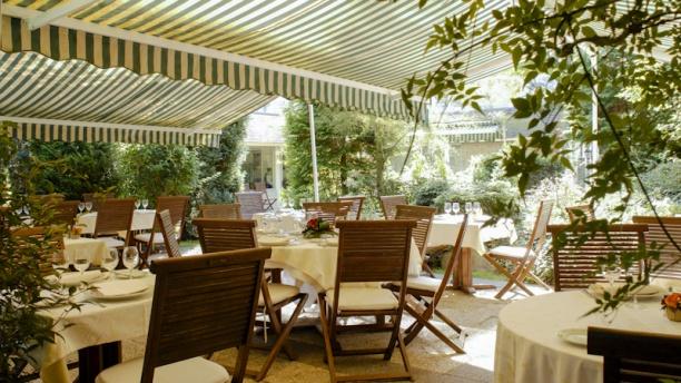 Le Saint Exupéry - Hôtel Ermitage des Loges La terrasse