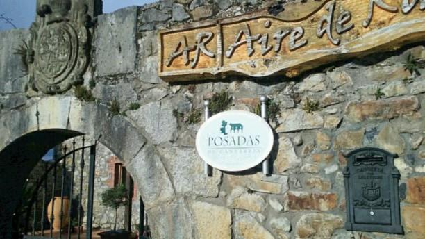 Aire de Ruesga Pórtico entrada restaurante