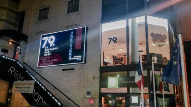 Restaurant le 79 1er étage devant l entrée gare sud du Mans