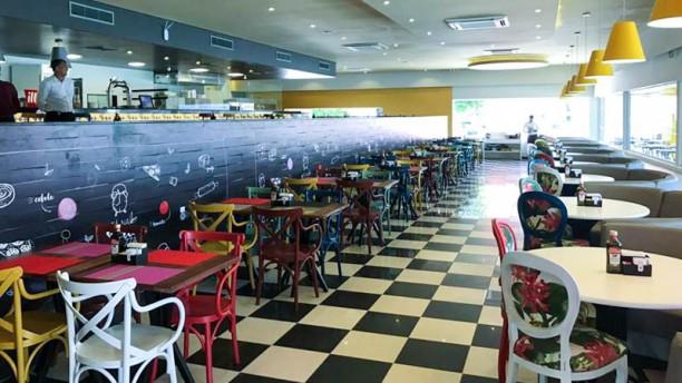 Clock Restaurante e Pizzaria Espaço interno do restaurante