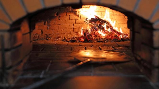Fogão a lenha - Pizzaria Divinos Prazeres, Lisboa