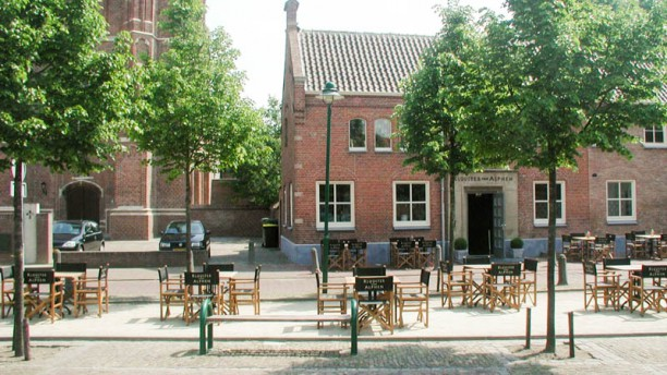 Grand Cafe & Restaurant De Kloostertuin Terras