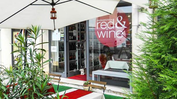 Red & Wine Entrata con terrazza