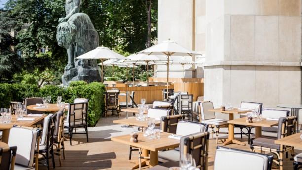 Restaurant Cafe De L Homme A Paris 75116 Tour Eiffel Champ De