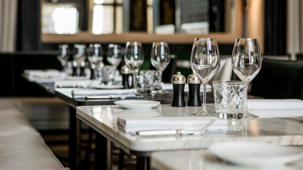 restaurant caf de l 39 homme paris 75116 tour eiffel champ de mars passy victor hugo. Black Bedroom Furniture Sets. Home Design Ideas