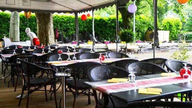Le jardin du pr fleuri restaurant rue flachet 69100 for Cafe du jardin london