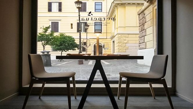 Vista Tavolo - Perpetual, Rome