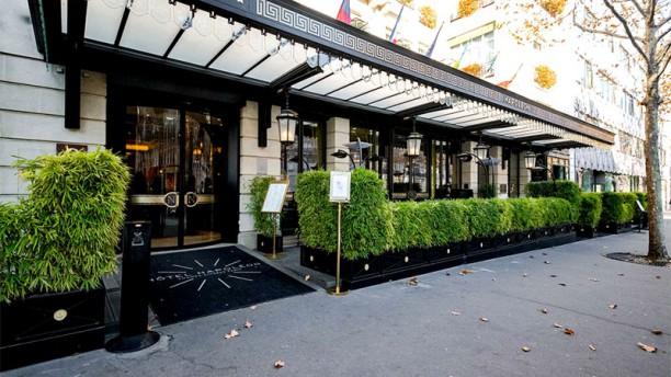 Le Bivouac - Hôtel Napoléon Façade de l'hôtel Terrasse