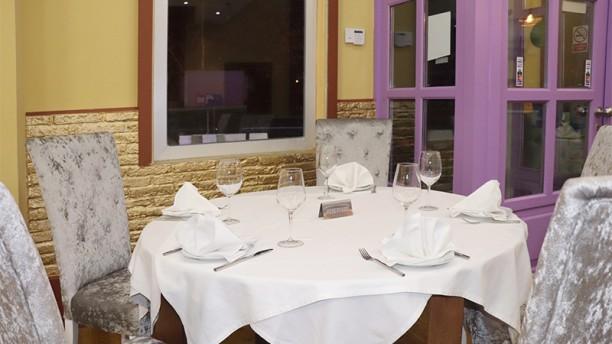 Saffron Indian Cuisine Vista sala