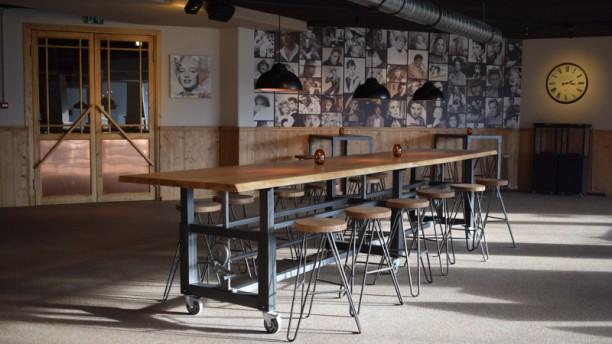 Bally's bar, grill & bowling Borreltafel