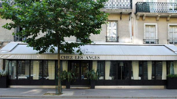 Chez Les Anges - Armand Monassier