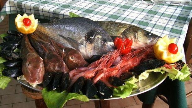 Ristorante Arcara selezione di pesce fresco.JPG