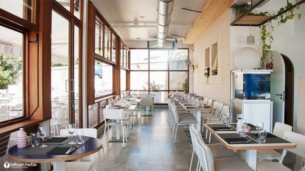 restaurant au bout du quai marseille 13002 vieux port avis menu et prix. Black Bedroom Furniture Sets. Home Design Ideas