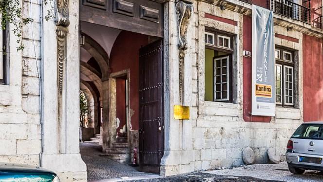 entrada - Chaminés do Palácio, Lisboa