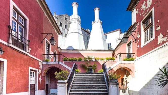 pátio interior - Chaminés do Palácio, Lisboa