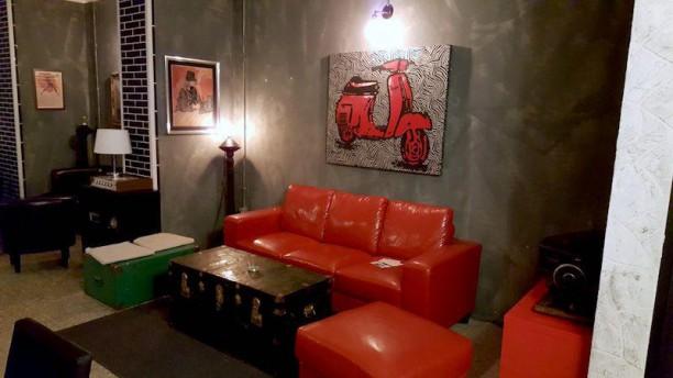 The Room Music & Bistrot il divano rosso
