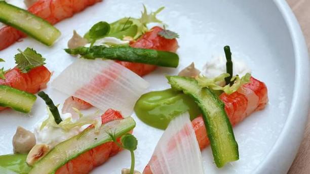 Ristorante Villa Naj Gambero rosso, asparagi, stracciatella, nocciola, lime