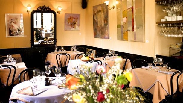 Le canap restaurant gif sur yvette cuisine fran ais for Canape restaurant