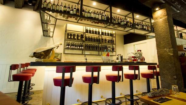 1811 Bistro & Wine Bar sala do restaurante