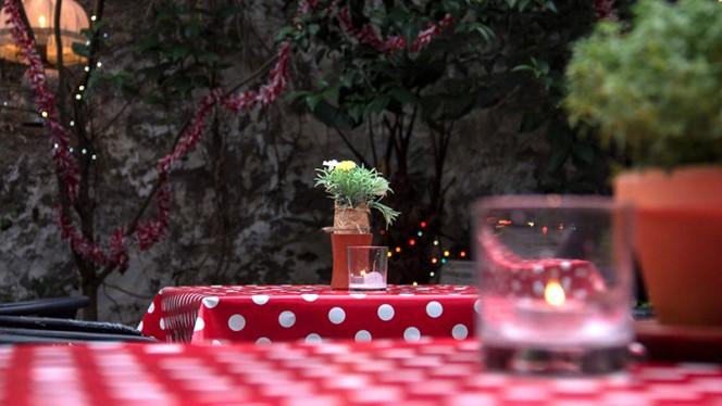 Detalhe da mesa - Dona Gertrudes, Porto