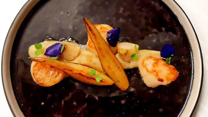 Noix de Saint Jacques de nos cotes,purée de navets et poires - Le H - Restaurant by Hermitage Gantois, Lille