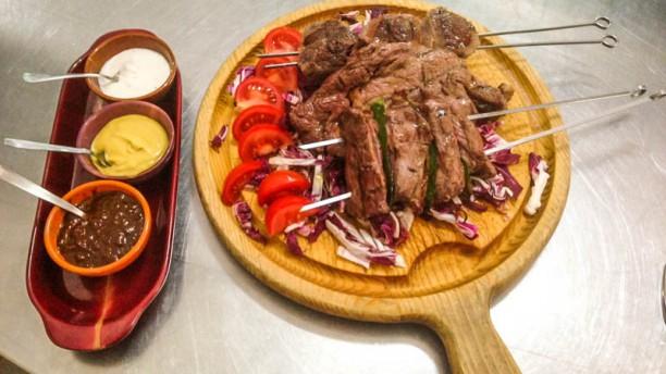 Angus Tagliere argentino con degustazione di salse: barbeque, senape e yogurt