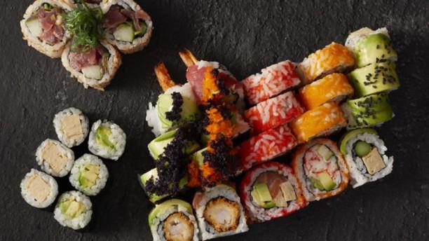 De sushimeisjes Deluxe menu voor 2 personen