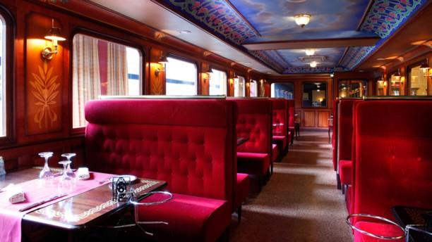 Restaurante le wagon casino partouche de plombi res les for Table 99 restaurant