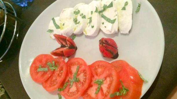 Gustosa Bar Risto Peschiera Mozzarella e pomodori con basilico