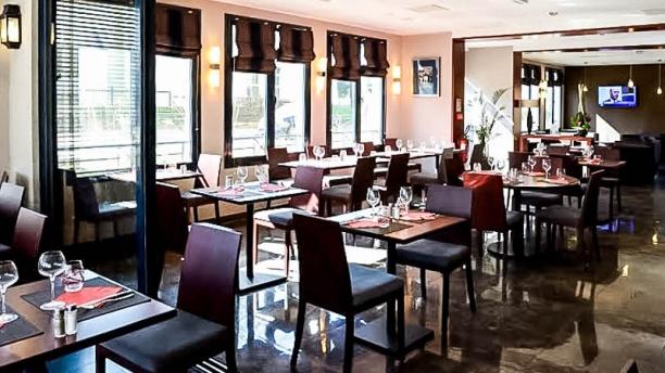 Brasserie la v randa le plessis parc h tel restaurant - Restaurant vaise tout le monde a table ...