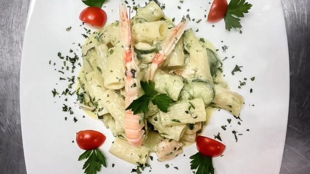 Tre Corone cucina INDIANA e ITALIANA pasta Rigatoni con Zucchine e scampi