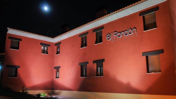 El Rondón Vista exterior noche