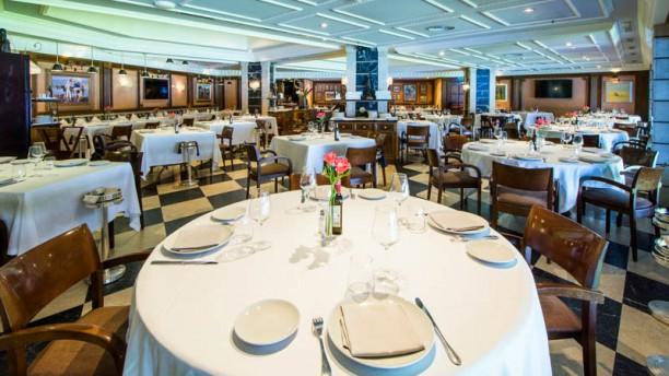 Restaurante puerta 57 en madrid castellana santiago for Puerta 23 bernabeu
