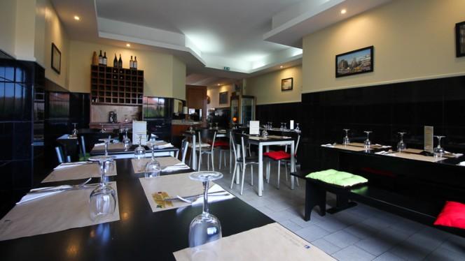 Sala - Da Mattia Pizzeria Italiana, Porto