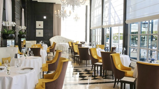 "Gordon Ramsay au Trianon Restaurant ""Gordon Ramsay au Trianon"""