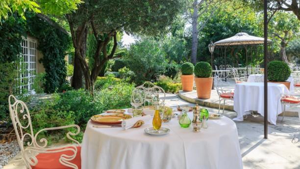 Auberge de Cassagne Terrasse et jardin