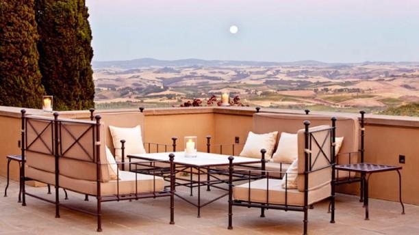 Ristorante Campo Del Drago - Rosewood Castiglion del Bosco Terrazza Esterna con vista su Montalcino