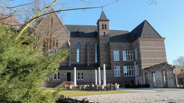 Brasserie Abshoven Brasserie in oude kloosterkerk