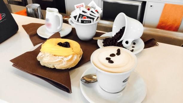 Grandi cafe cappuccino e dolce