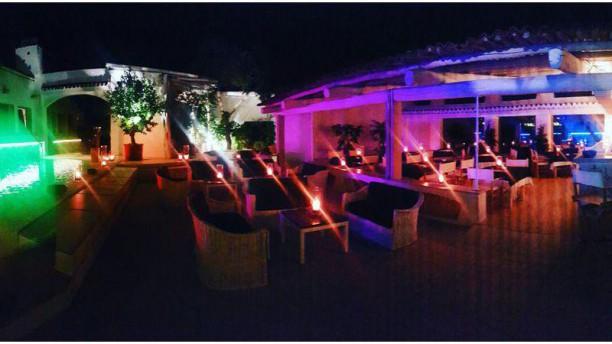 Next Door Restaurant & Live Music Outdoor