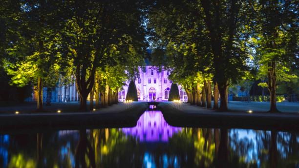 La Table de Royaumont L'abbaye de Royaumont, éclairée, de nuit. © Royaumont - Jérôme Galland