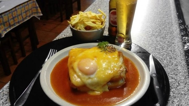Taberna do Agulheta Francesinha do Agulheta