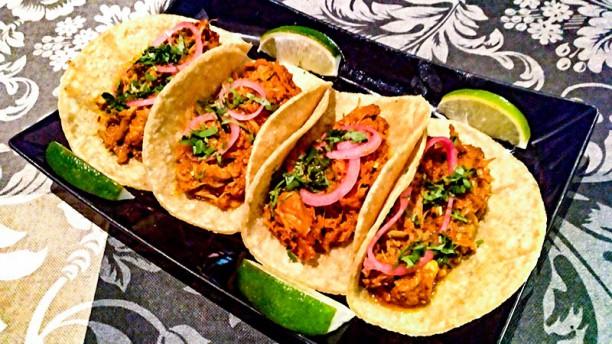 Tacos y Tapas Cochinita Pibil