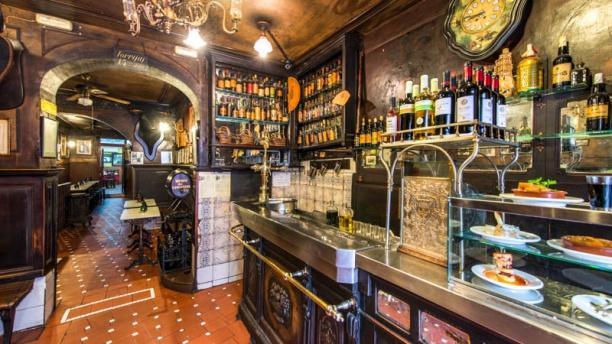 Taberna Antonio Sánchez Bar con gran surtido de bebidas
